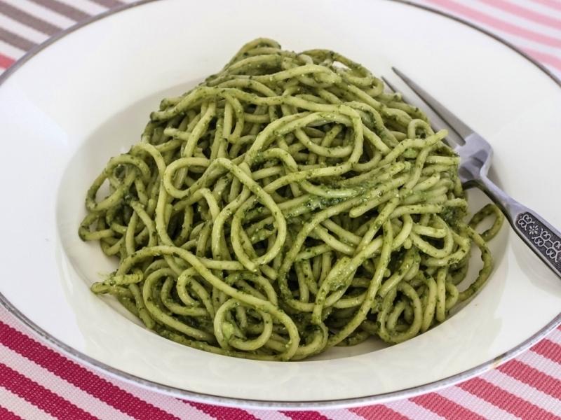 Mix spaghetti and pesto and serve.