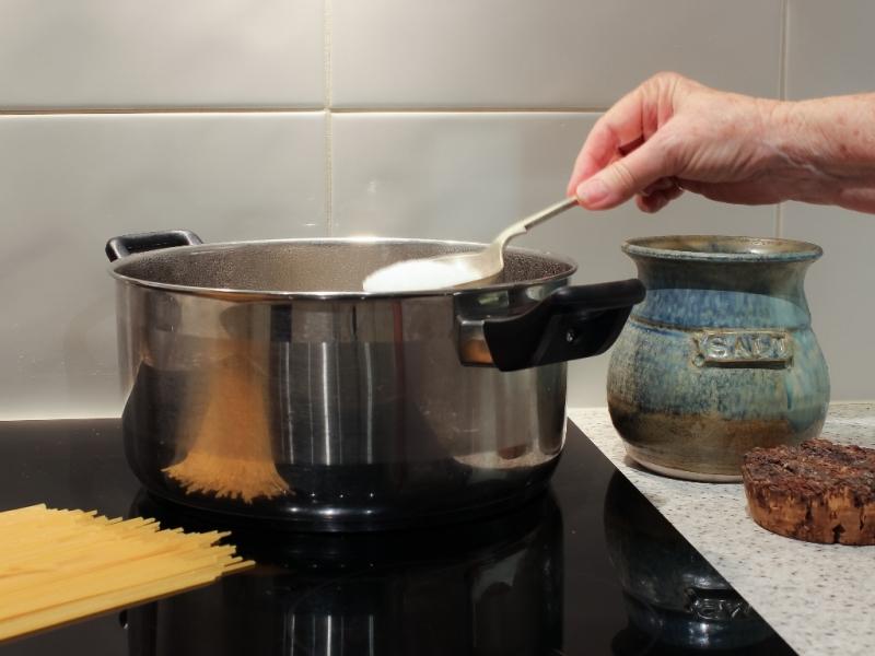 Cook the spaghetti.