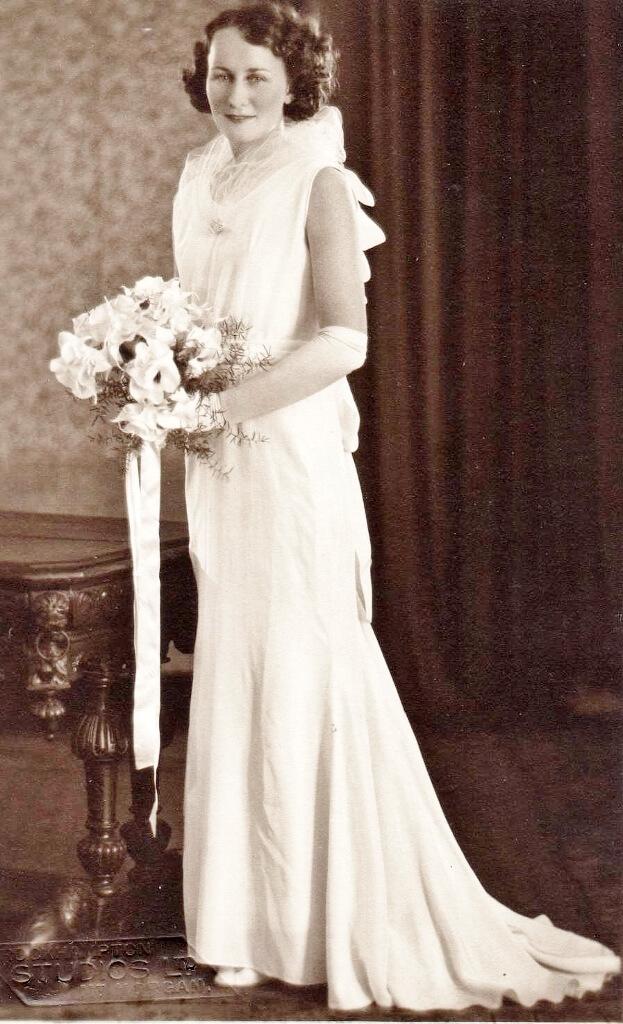 1935: Wowan. Evelyn Beaumont as a debutante. Photo source: Beaumont Family archives.
