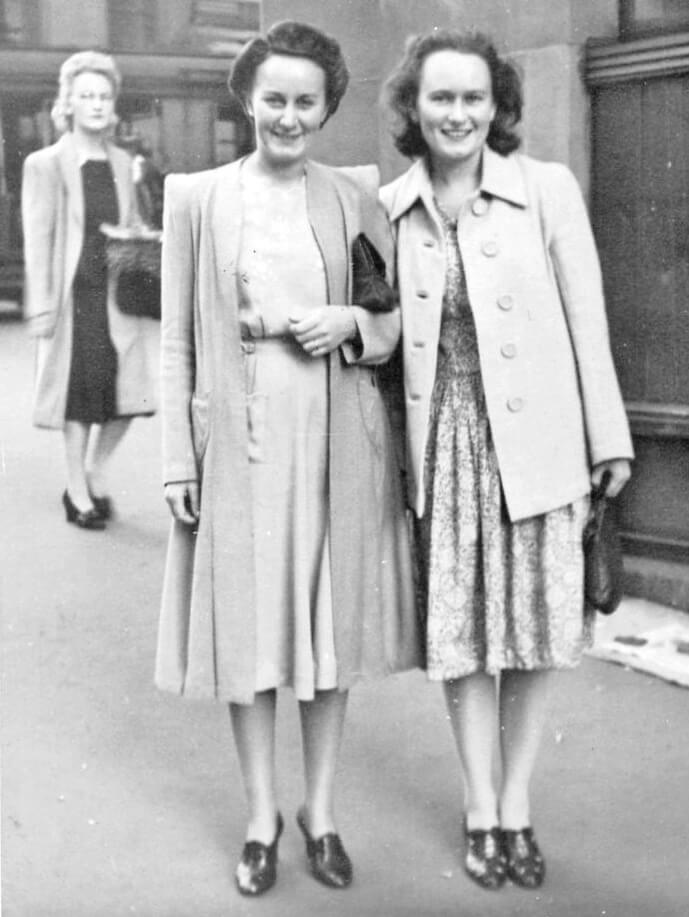 1943: Brisbane. Evelyn with WAAAF friend Joan Evatt. Photo source: Proposch Family archives.