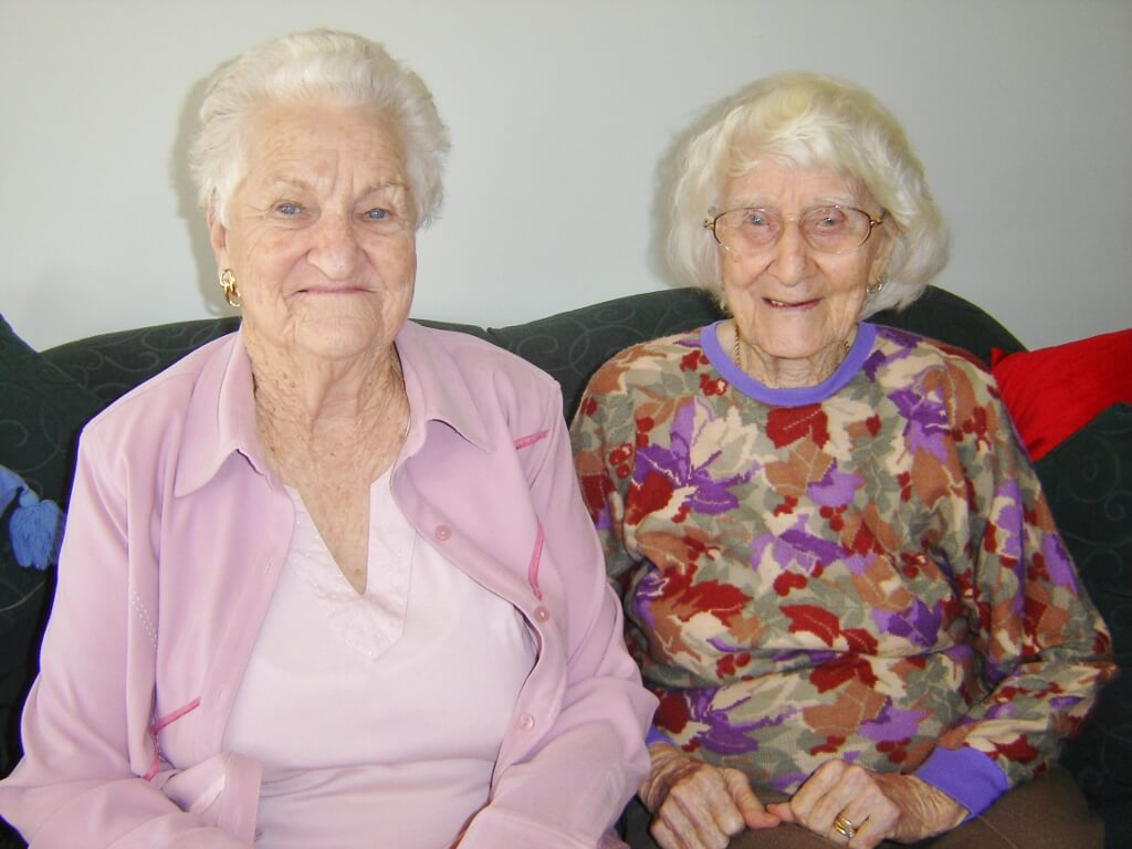 2007: Ex WAAAF Doris (Dot) McDonald with Evelyn. Photo source: Salecich Family archives.