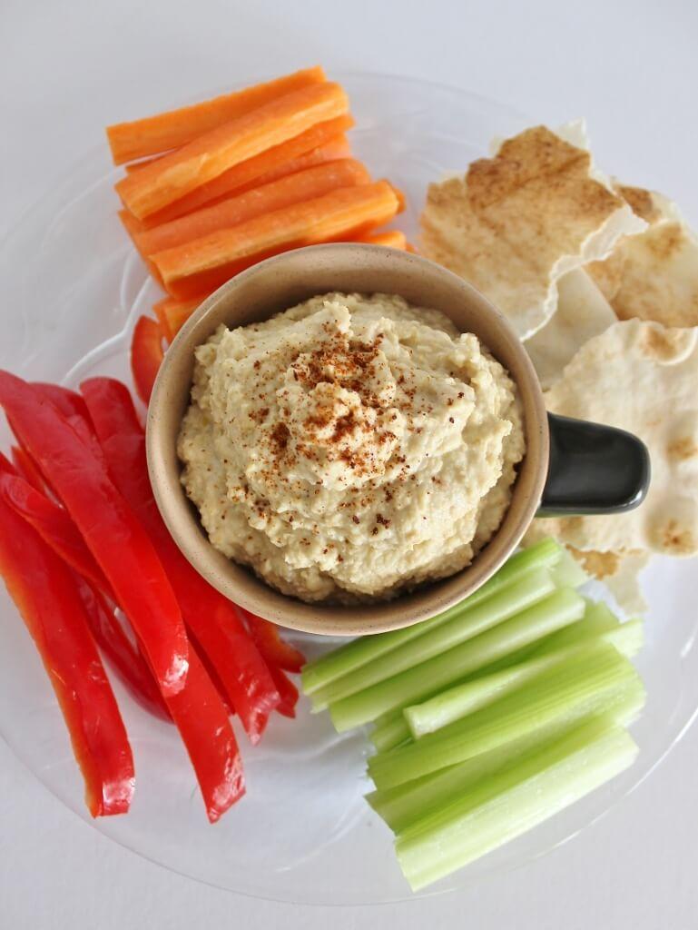 Hummus, vegetable straws and pita bread. Photo source: Judith Salecich 2016.