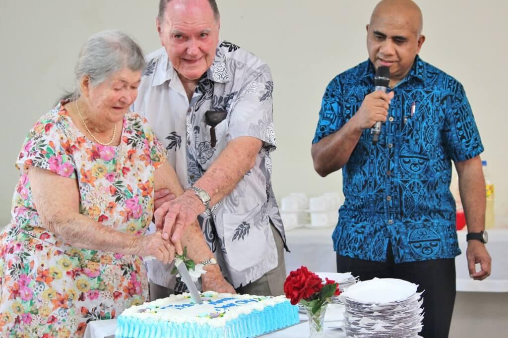 Alwyn and Fay cutting their 60th wedding anniversary cake. Photo source: Judith Salecich 2016.