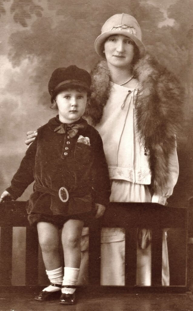 1928, Lithgow, New South Wales. Beattie Elms (nee Beaumont) and son Colin, aged 2. Photo source: Beaumont Family archives.