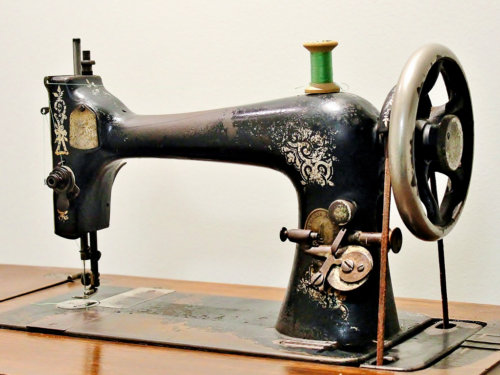A Singer sewing machine Model 27-2