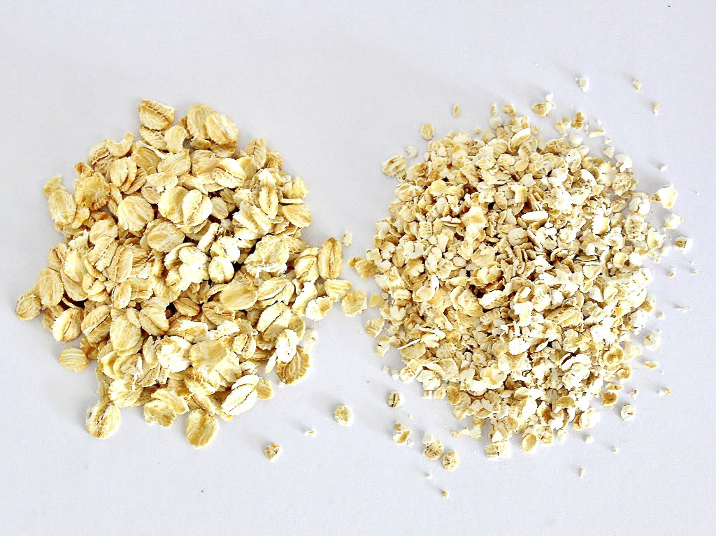 Traditional rolled oats (left) compared with quick oats (right). You can use either in this recipe. Photo source: Judith Salecich 2019.