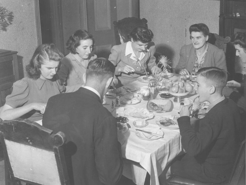 The Sullivan family having a meal, Drouin, Victoria, c. 1944. Photo by Jim Fitzpatrick. National Library of Australia. Public domain.