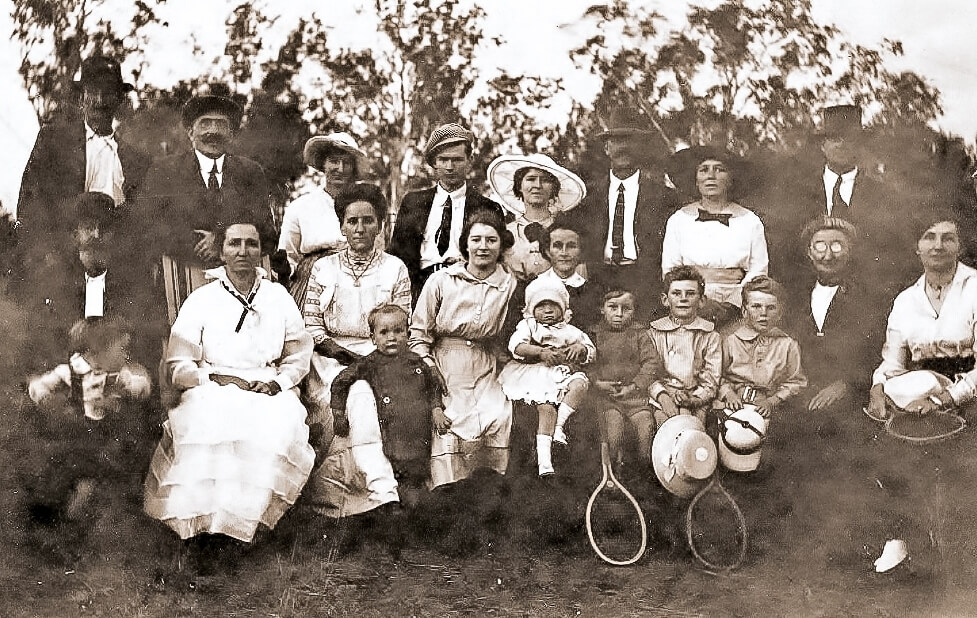 1917. An earlier photo of the extended Beaumont Family, Rannes. Flora is seated at centre, holding Evelyn (12 months). Harold (4) is seated next to his mother. Photo source: Beaumont Family archives.