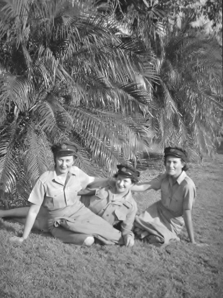 1944. Evelyn with two WAAAF colleagues at the Rockhampton Botanic Gardens. Photo source: Proposch Family collection.