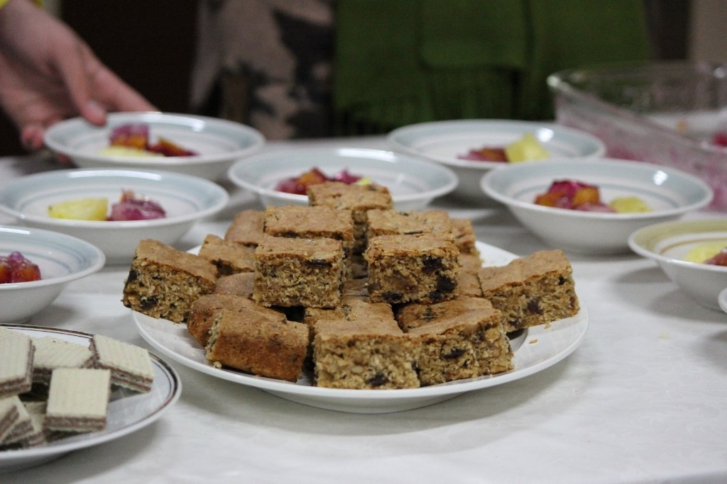 You can serve Health Slice as a dessert with custard and/or yoghurt and fruit. Photo source: Judith Salecich 2019.