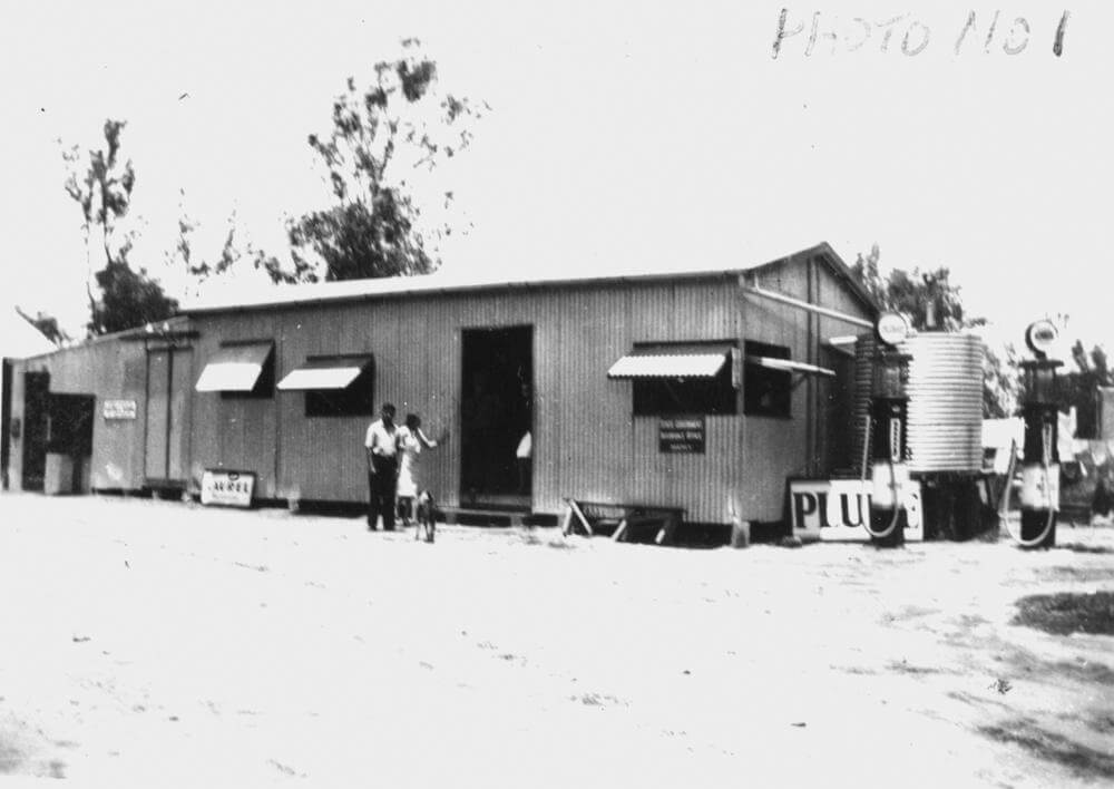 1937. Moura's first general store, corner of Gillespie Street and Dawson Highway. This building has long gone. Photo source: State Library of Queensland. Public domain.