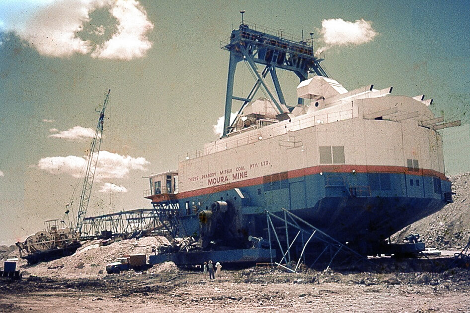 1970s. Dragline, Moura Mine. Photo source: My late father's slide collection.