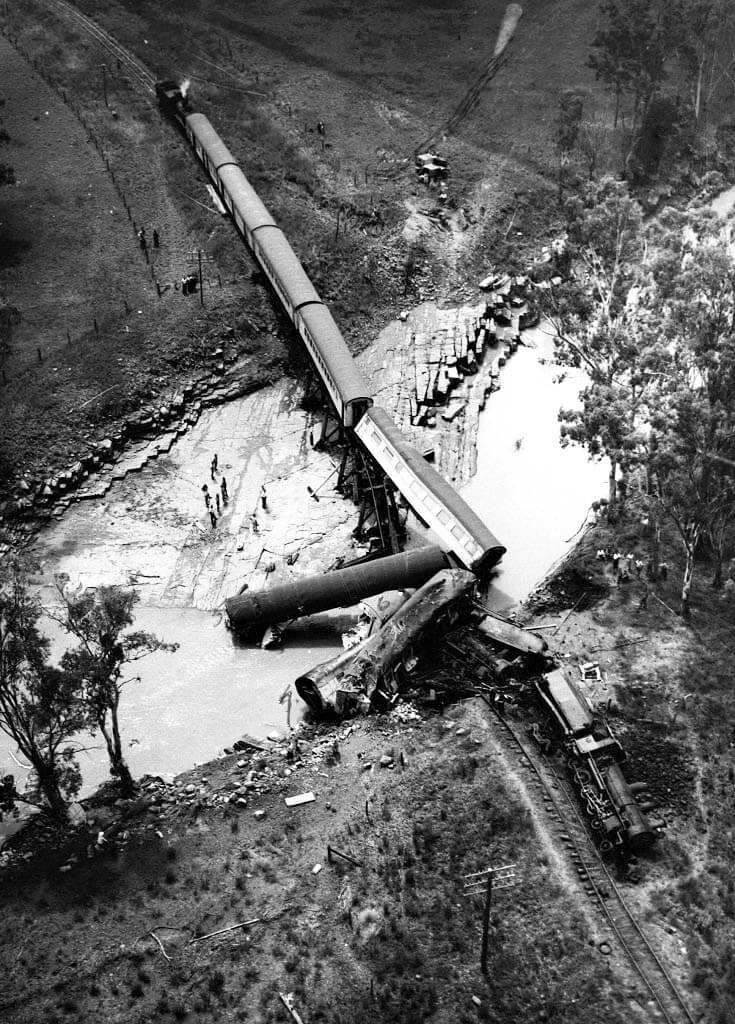 1960. Aerial view of the Midlander at the Medway Creek crash site. Photo source: Queensland State Archives. Public domain.