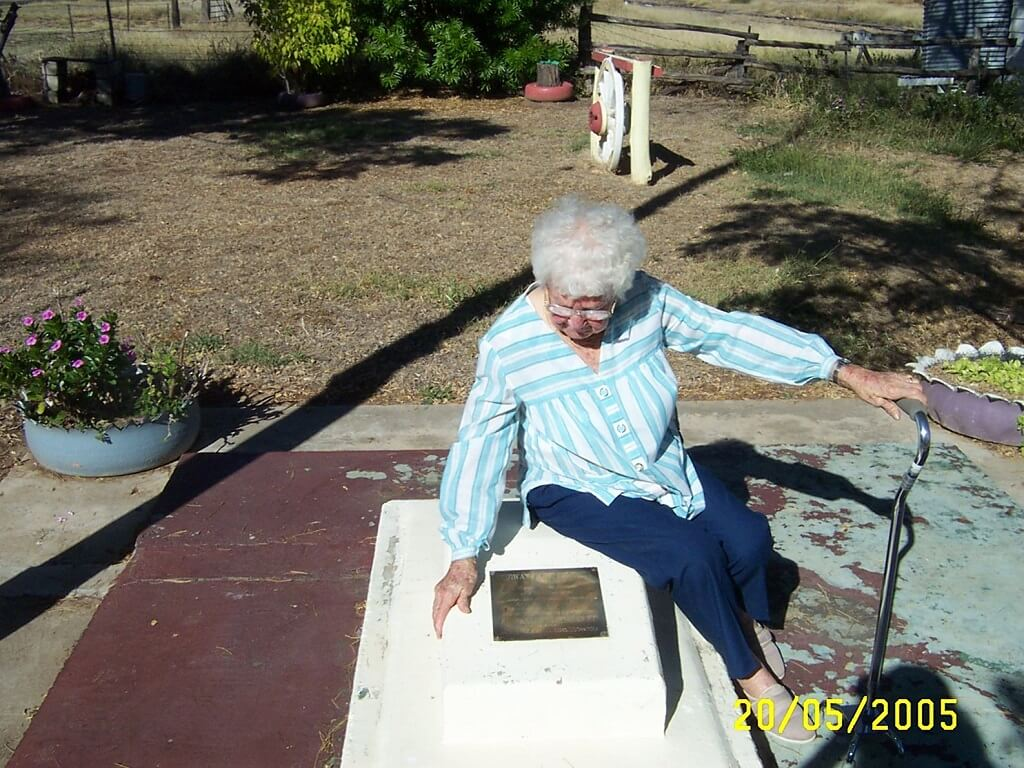 2005. Mrs Amy Hellmuth, 95, mother of Neville Hellmuth who died in the Medway Creek rail accident, during a visit to Bogantungan two years before her death. Photo by courtesy of Bluey Hellmuth.