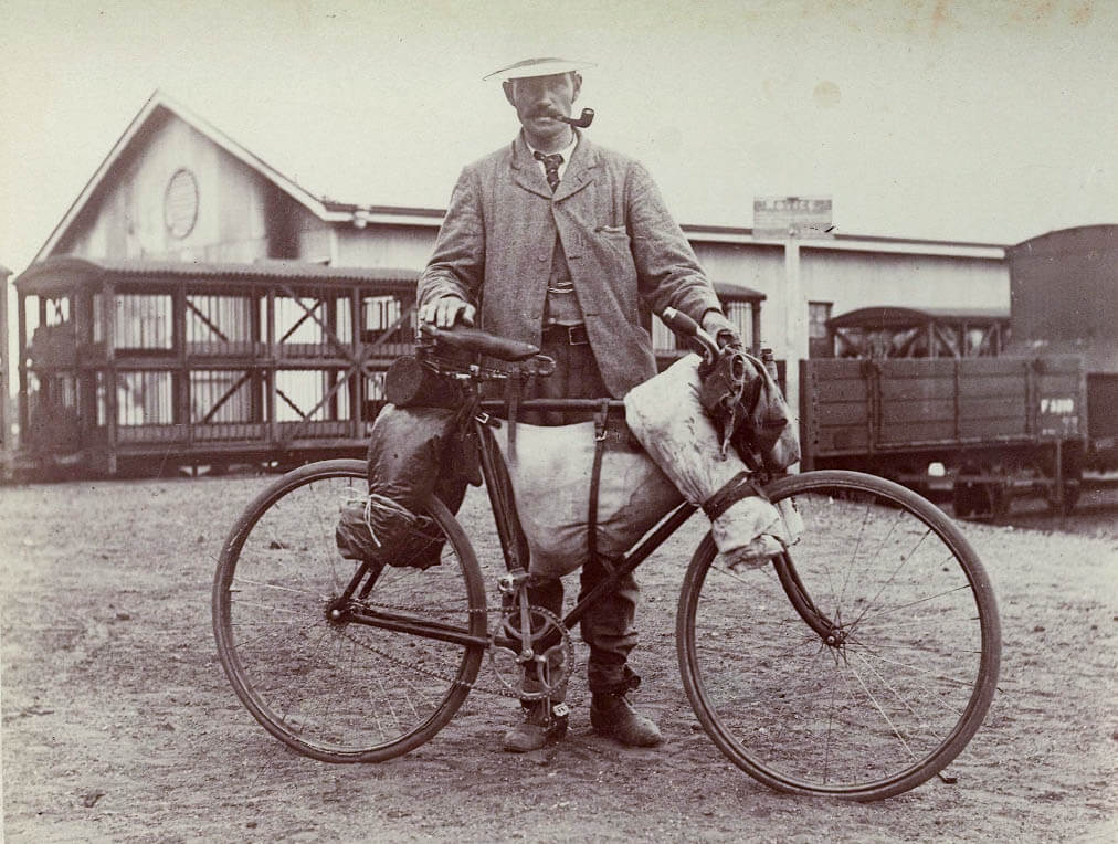 c. 1906. Shearer on the move with his bicycle. Photo source: State Library of Queensland. Public domain.