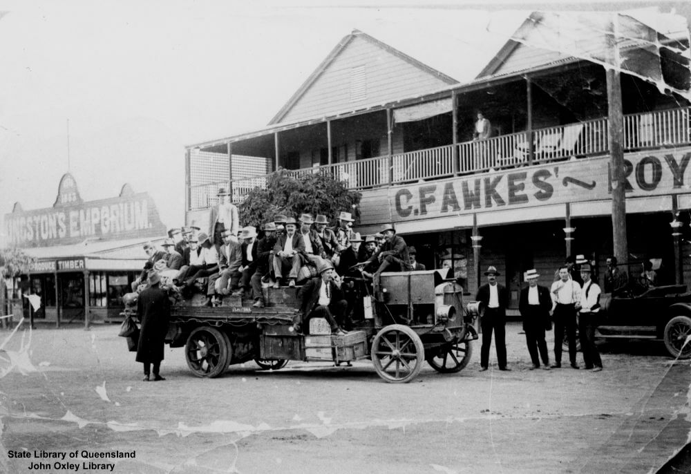 Shearers outside the Royal Hotel, Aramac, Queensland, 1920. Photo source: State Library of Queensland. Public domain.