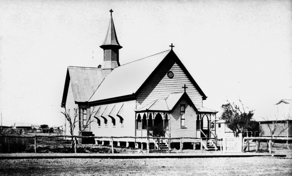 St Andrew's Anglican Church, Longreach, c. 1908. Photo source: State Library of Queensland. Public domain.