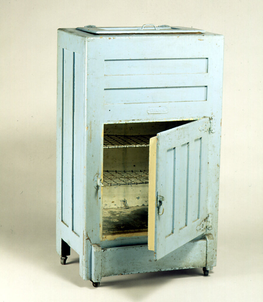 Ice Chest - Tyanko, c. 1939. Photo source: Museums Victoria. Copyright Museums Victoria. Used according to CC Attribution 4.0 International licence.