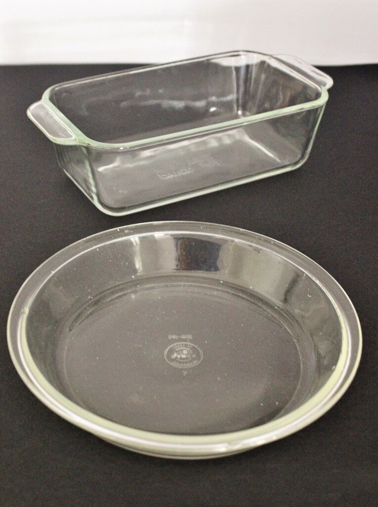 My mother had Pyrex dishes exactly like these ones. Photo source: Private collection 2017.